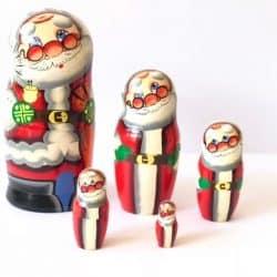 Babushka-nesting-christmas-dolls